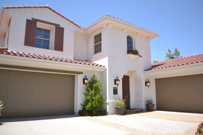 Het vinden van makelaars in onroerend goed om u te helpen bij het kopen van uw nieuwe huis